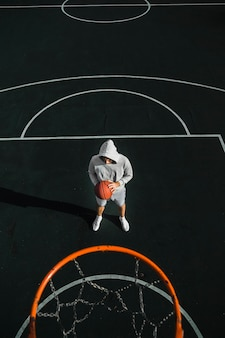 Vista aérea do jogador de basquete