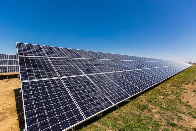 Vista aérea do painel solar fotovoltaico, fonte alternativa de eletricidade