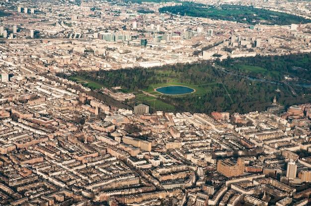 Vista aérea do palácio de kensington, jardins de kengsington, west kensington e área circundante de londo