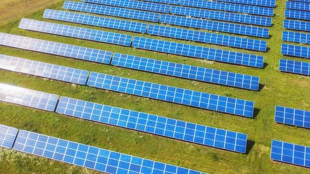 Vista aérea do parque do painel solar