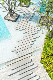 Vista aérea do resort de piscina de hotel de luxo