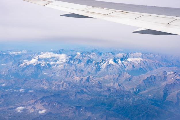 Vista aérea dos alpes, parque nacional de ecrins, frança