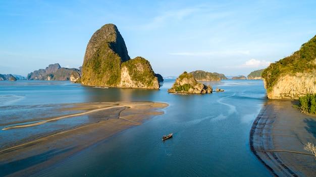 Vista aérea, drone, tiro, bonito, paisagem natureza, vista, de, pequeno, arquipélago, com, mangrove, floresta, e, tropicais, mar, em, tailandia, vista alta ângulo
