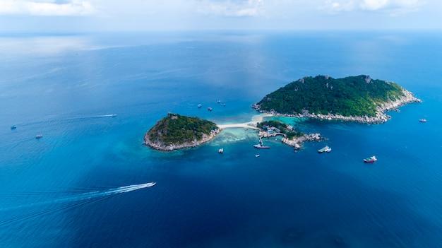 Vista aérea drone tiro de koh nang yuan bela ilha pequena em surat thani tailândia