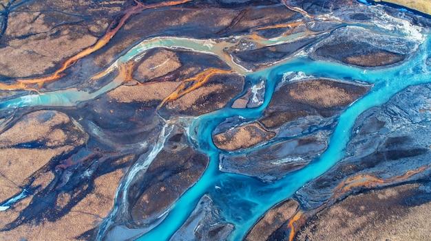 Vista aérea e rio da vista superior em islândia.