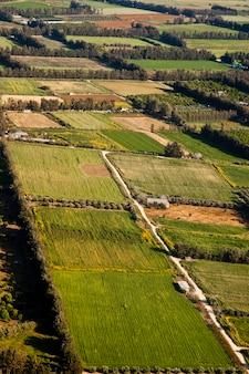 Vista aérea em campos agrícolas