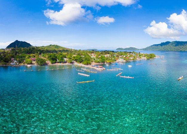 Vista aérea ilhas banda arquipélago das molucas indonésia, aldeia de bandaneira