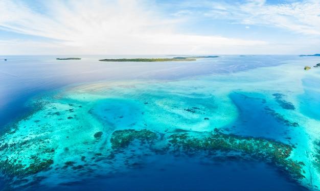 Vista aérea, ilhas banyak, sumatra, arquipélago tropical, indonésia