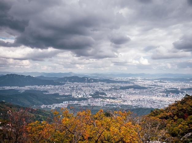 Vista aérea na cidade de seul da montanha mais alta
