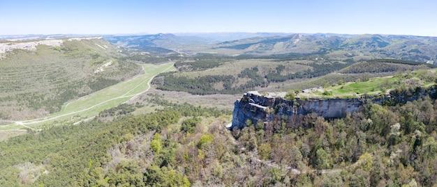 Vista aérea na fortaleza medieval mangup kale, na crimeia.