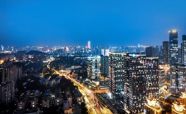 Vista aérea noturna da arquitetura moderna na cidade de fuzhou, china