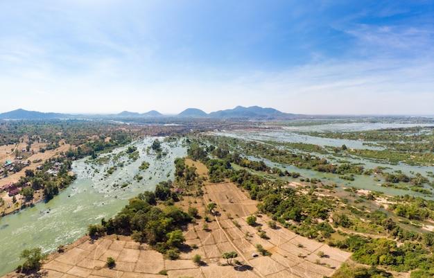 Vista aérea panorâmica 4000 ilhas do rio mekong, no laos, cachoeiras li phi