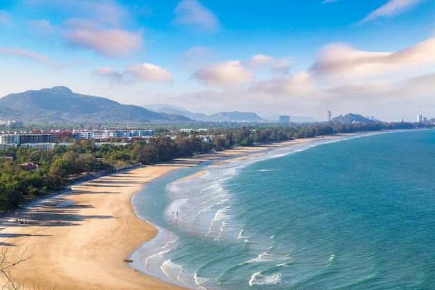 Vista aérea panorâmica da praia de hua hin, tailândia