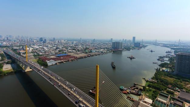 Vista aérea skyline, de, phra, ram, 9, via expressa, acima, chao phraya, rio, bangkok, tailandia
