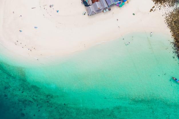 Vista aérea vista superior praia mar areia cópia espaço