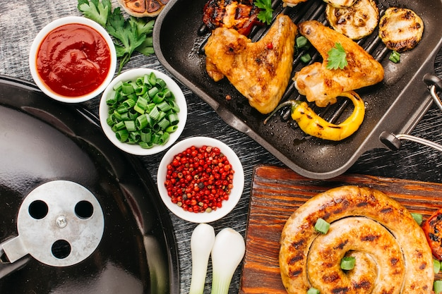 Vista alta ângulo, de, gostosa, fritado, carne, e, vegetal