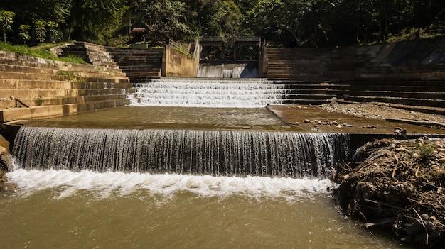 Vista alta ângulo, de, weirs, ligado, a, pequeno, rio, em, tailandia