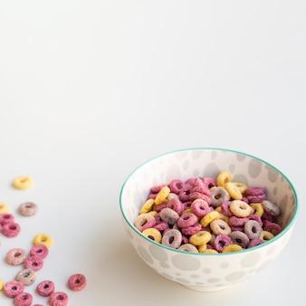 Vista alta, de, saudável, cereal, lanche, tigela, espaço cópia