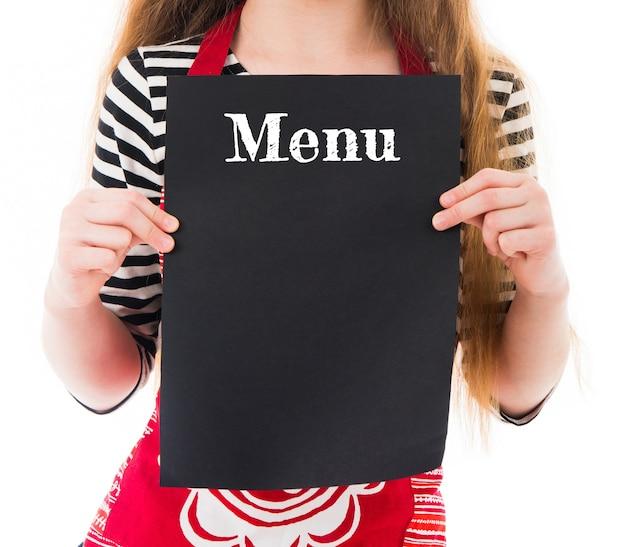 Vista aproximada da maquete do menu com espaço de cópia nas mãos da menina, isoladas no branco