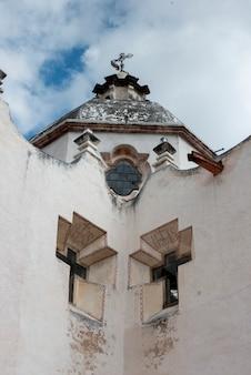 Vista baixa ângulo, de, a, igreja, paredes exteriores, santuário, de, atotonilco, san miguel allende, guanaju