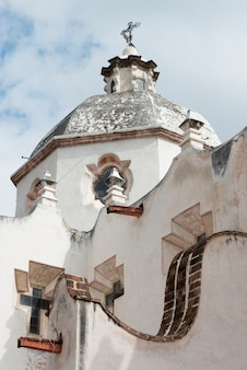 Vista baixa ângulo, de, a, igreja, santuário, de, atotonilco, san miguel allende, guanajuato, méxico