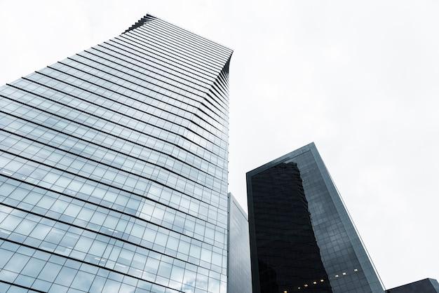 Vista baixa ângulo, de, alto, edifícios