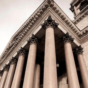 Vista baixa ângulo, de, colonnade, de, a, são, isaac's, catedral, st petersburg, rússia