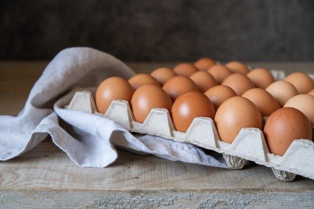 Vista baixa ângulo, uma dúzia ovos