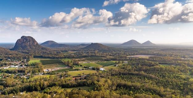 Vista bonita da montagem ngungun summit, parque nacional das montanhas de vidro da casa, austrália.