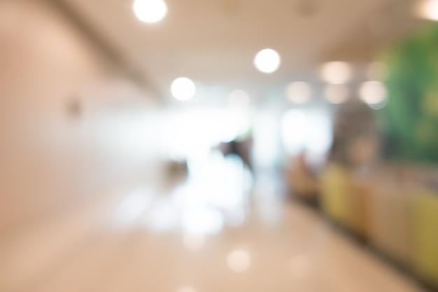 Vista brilhante de um corredor do hospital
