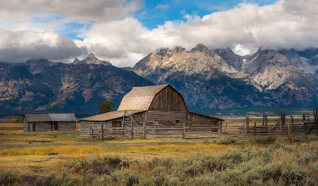 Vista cênico bonita da fileira do mormon histórica, parque nacional grande de teton.