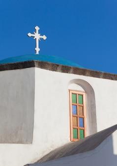 Vista da abóbada azul na ilha de santorini, grécia.