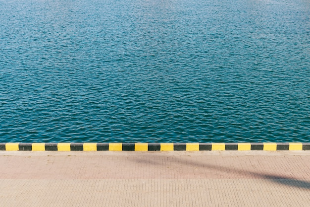 Vista da água do mar azul