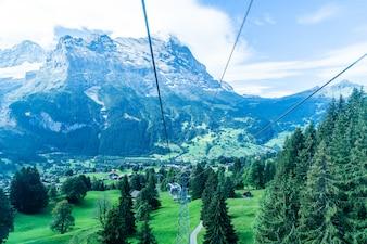 Vista da aldeia de Grindelwald do teleférico