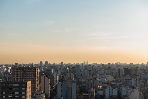 Vista da ampla paisagem urbana da área urbana