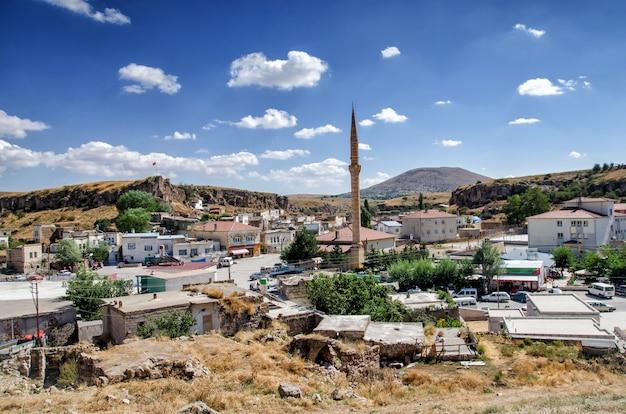 Vista da arquitetura da cidade subterrânea de kaymakli em cappadocia, turquia.