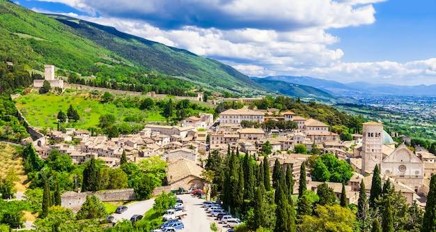 Vista da assis medieval, umbria, itália