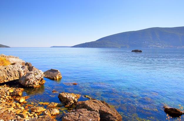 Vista da baía de kotor em montenegro