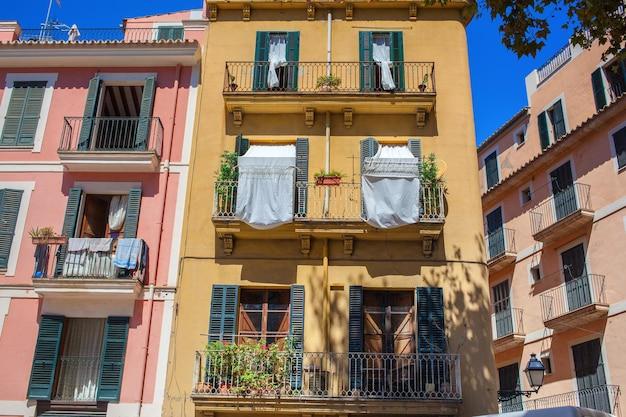 Vista da bela rua catalã genérica em palma de maiorca