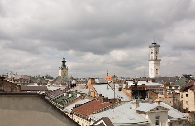 Vista da câmara municipal de lvov a partir do deck de observação
