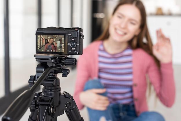 Vista da câmera do blogger renunciando