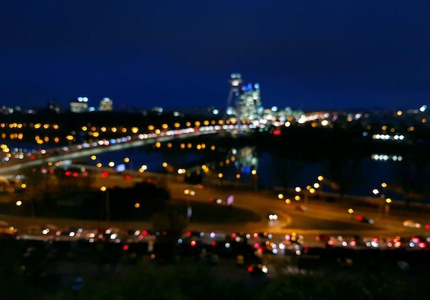 Vista da cidade à noite de bratislava com bokeh