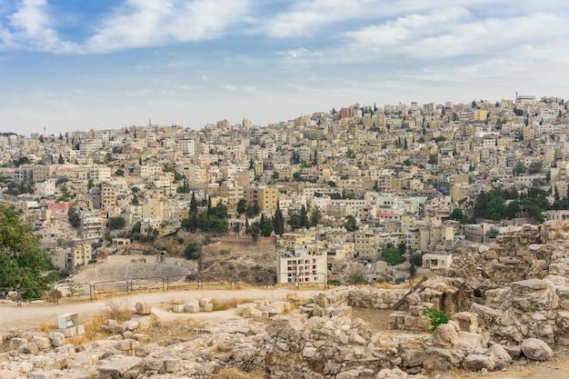 Vista da cidade amman no centro da cidade ao entardecer
