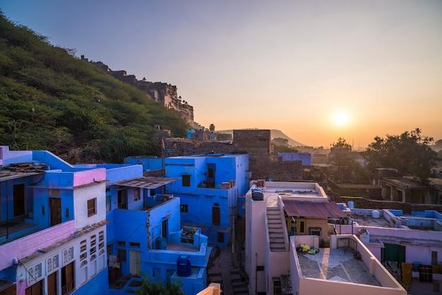 Vista da cidade bundi ao pôr do sol, destino de viagem em rajasthan, índia