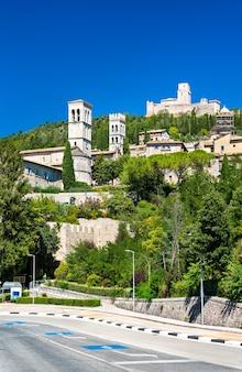 Vista da cidade de assis. patrimônio mundial da unesco em umbria, itália