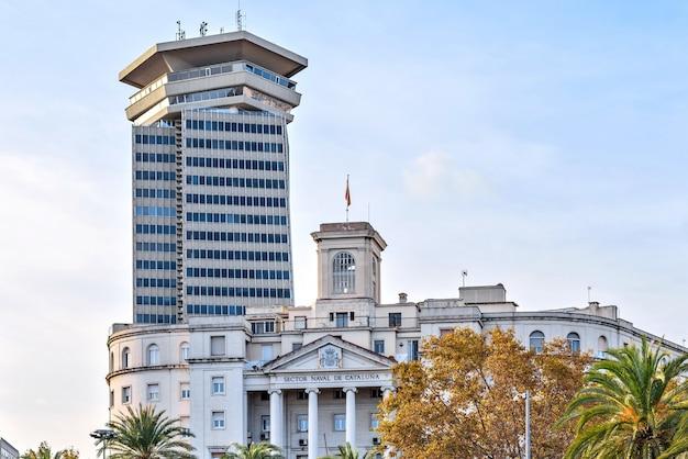 Vista da cidade de barcelona a partir do monumento a colombo
