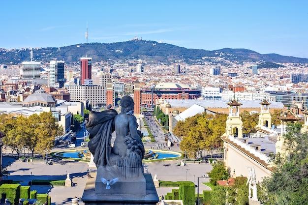 Vista da cidade de barcelona do museu nacional de arte, espanha