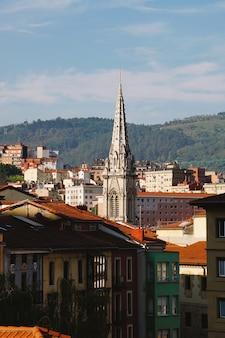 Vista da cidade de bilbao, destino de viagem na espanha