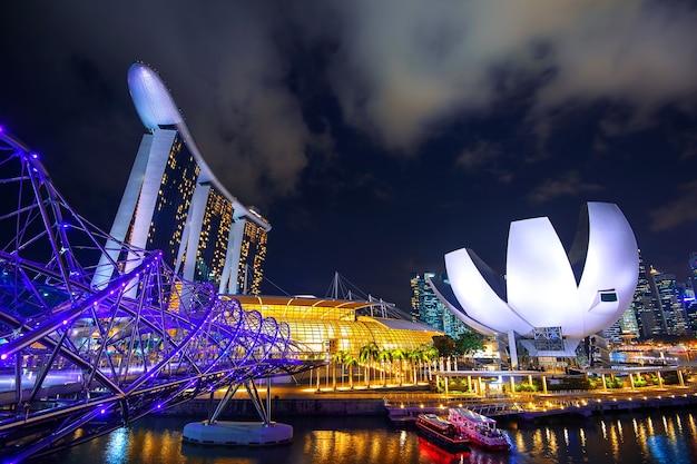 Vista da cidade de cingapura na baía da marina. Foto gratuita