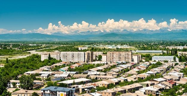 Vista da cidade de gori na região de shida kartli da geórgia